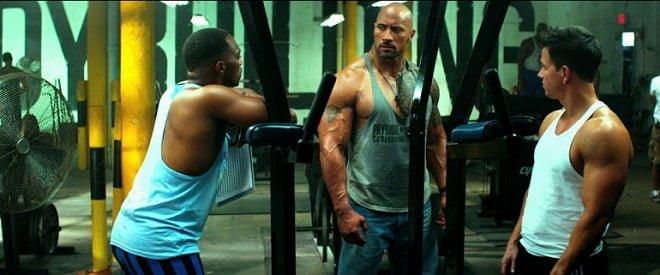 Dwayne Johnson, Mark Wahlberg E Anthony Mackie em cena do filme Sem Dor, Sem Ganho (Pain And Gain)