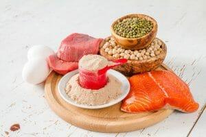 Como os aminoácidos interferem na questão hormonal?