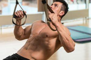 Treino com TRX: melhores exercícios, execuções e cuidados