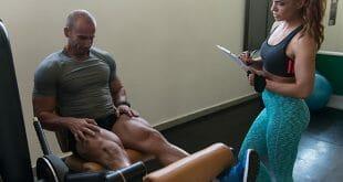 Pré-exaustão treino de pernas coxas e glúteos