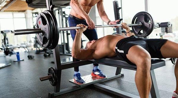 Treino de musculação em dupla, como conciliar os objetivos?