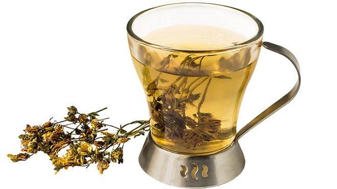 chá preparado com a erva de são joão